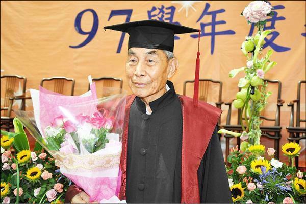 64岁爷爷拿下浙工大法学硕士!毕业论文获导师高度称赞1.jpg